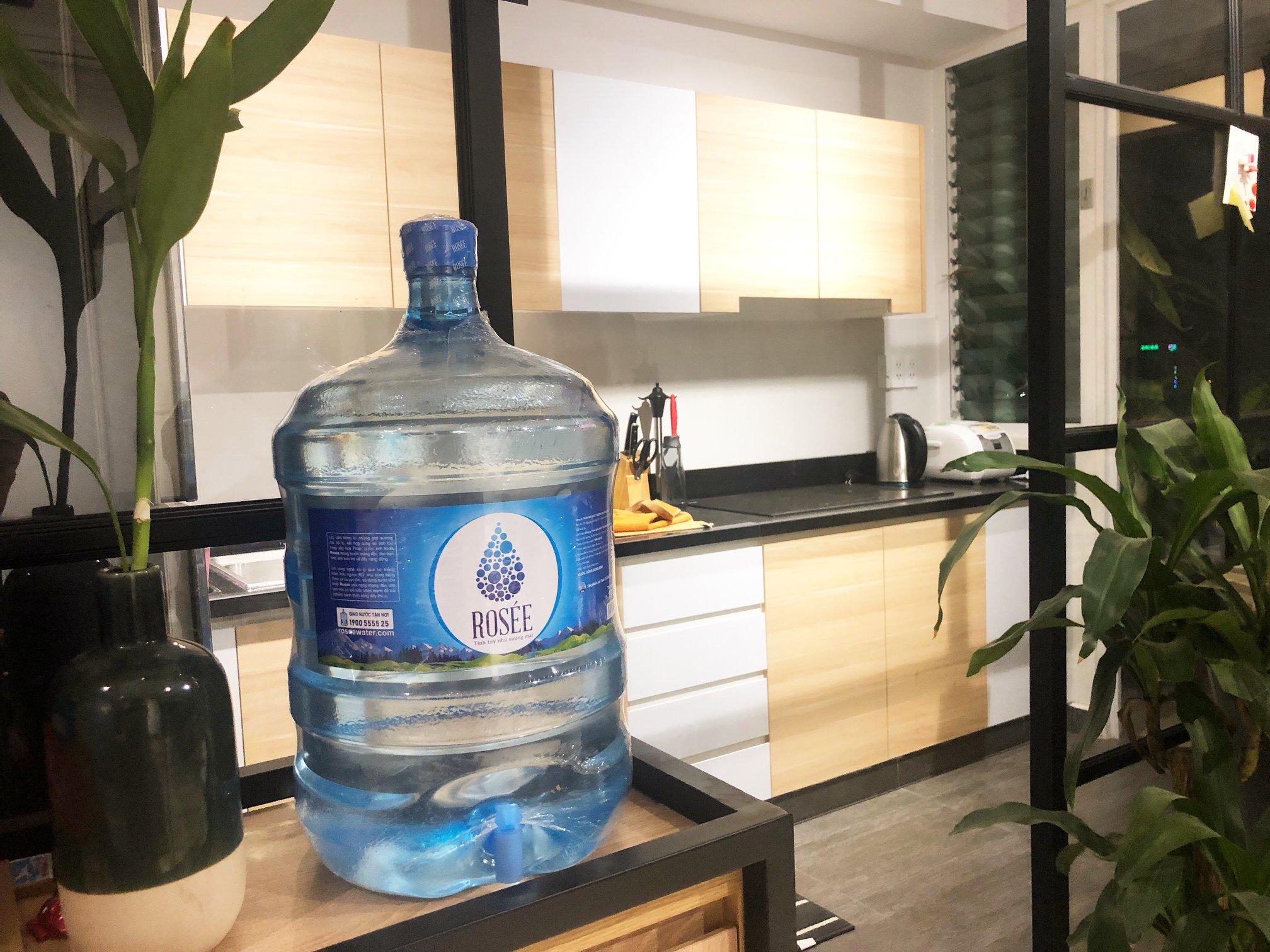 Vì sao nên lựa chọn uống nước tinh khiết đóng bình, đóng chai sẵn?